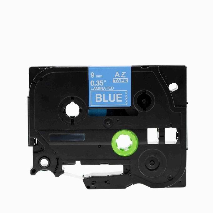 Kompatibilná páska s Brother TZ-525 / TZe-525, 9mm x 8m, biela tlač / modrý podklad Čo získate kúpou našej Chytré pásky?  Nižšia cena kompatibilnej pásky pre štítkovač Brother P-touch v porovnaní s originálnou páskou.Úspora Vašich finančných prostriedkov vo výške až 80 %.   Garancia spokojnosti.   Zaručujeme špičkovú kvalitu, overenú našimi dlhoročnými zákazníkmi.   Kompatibilné pásky pre štítkovače Brother umožňujú veľmi jednoduchú aplikáciu.   Naše alternatívne pásky sú odolné proti vode a UV žiareniu, preto nestrácajú svoju pôvodnú farbu a neodlepujú sa.   Kompatibilné pásky môžete použiť takmer na všetky povrchy.   Po odstránení pásky z povrchu nezostáva žiadna viditeľná stopa.   Kompatibilné pásky dodávame v mnohých rôznych veľkostiach a zaujímavých farebných variáciách.   Buďte kreatívni s našimi kompatibilnými páskami, ktoré môžete používať nielen v práci, ale aj doma. Kód výrobcu:TZe525